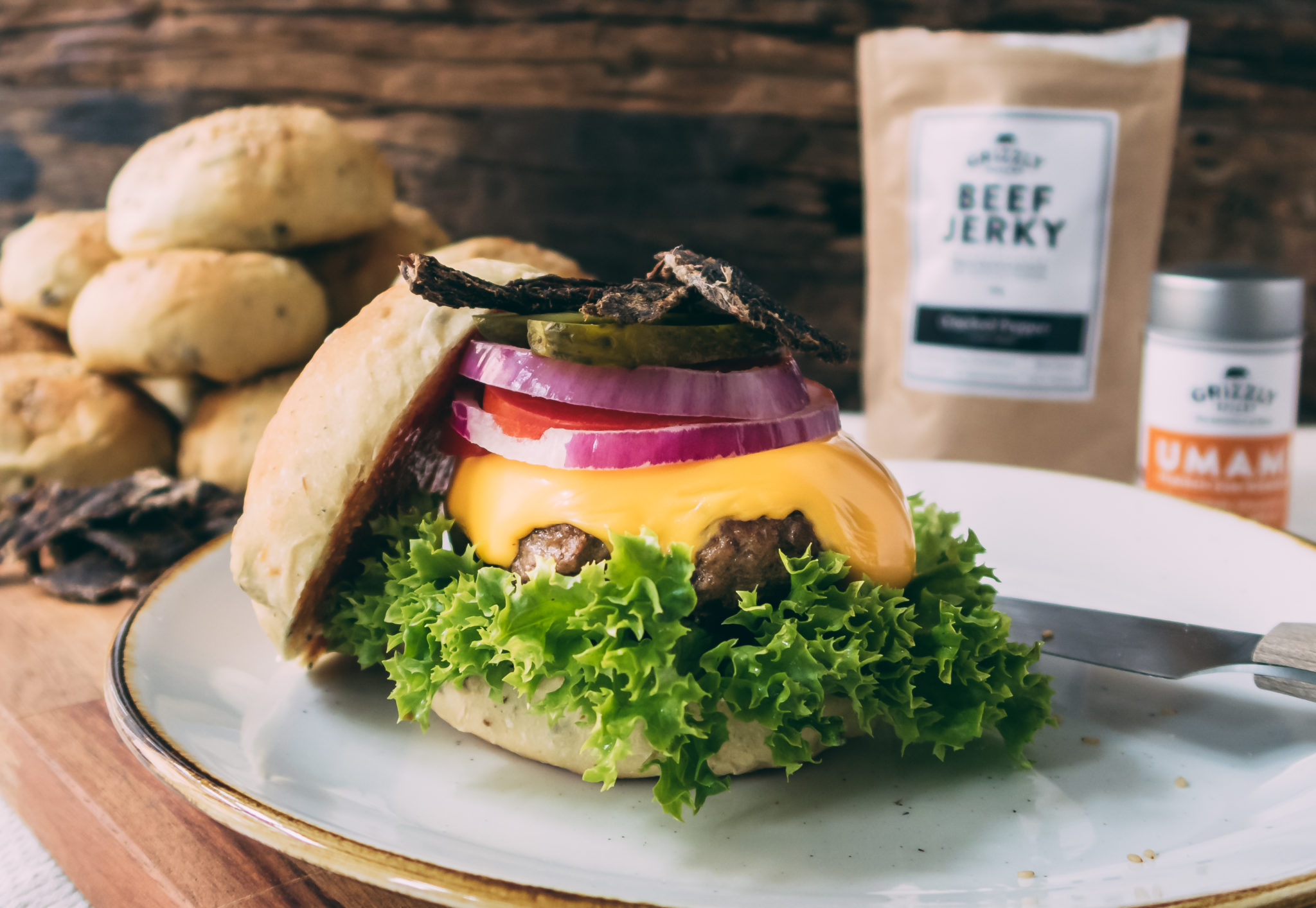 Burger mit Beef Jerky – Grizzly Style